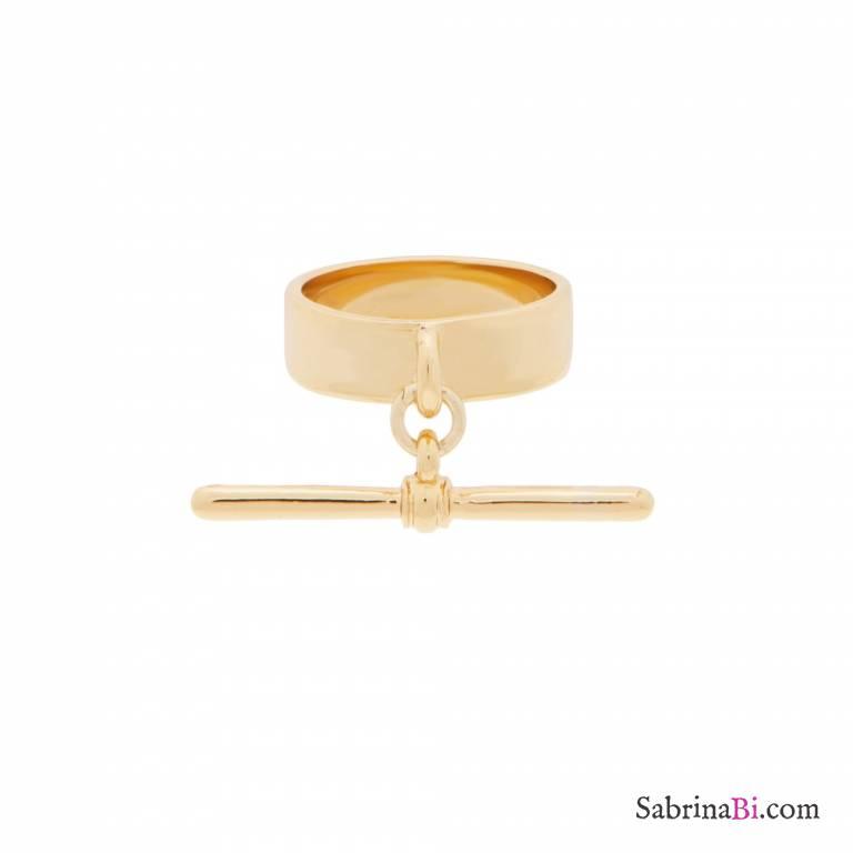 Anello a fascia placcato oro ciondolo barretta a T tg. M/L