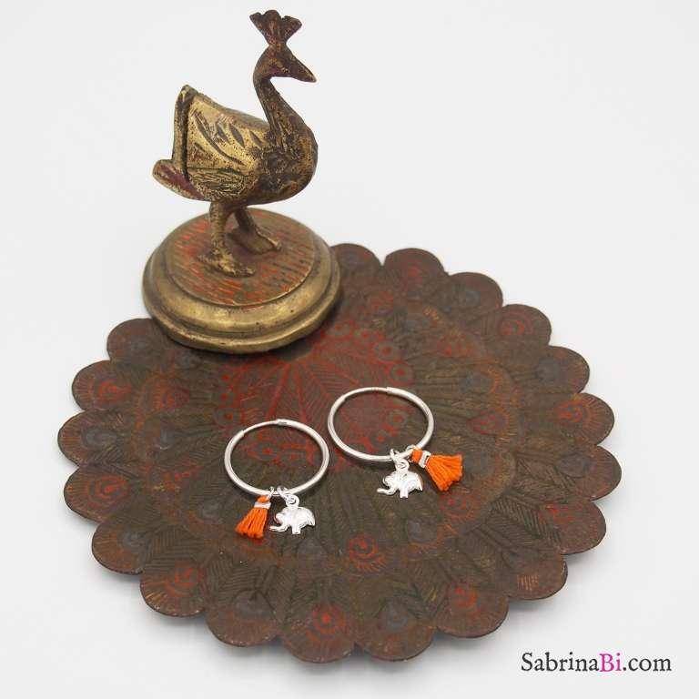 Orecchini cerchio piccolo argento 925 elefantino e nappina