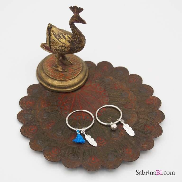 Orecchini cerchio piccolo argento 925 piuma e nappina