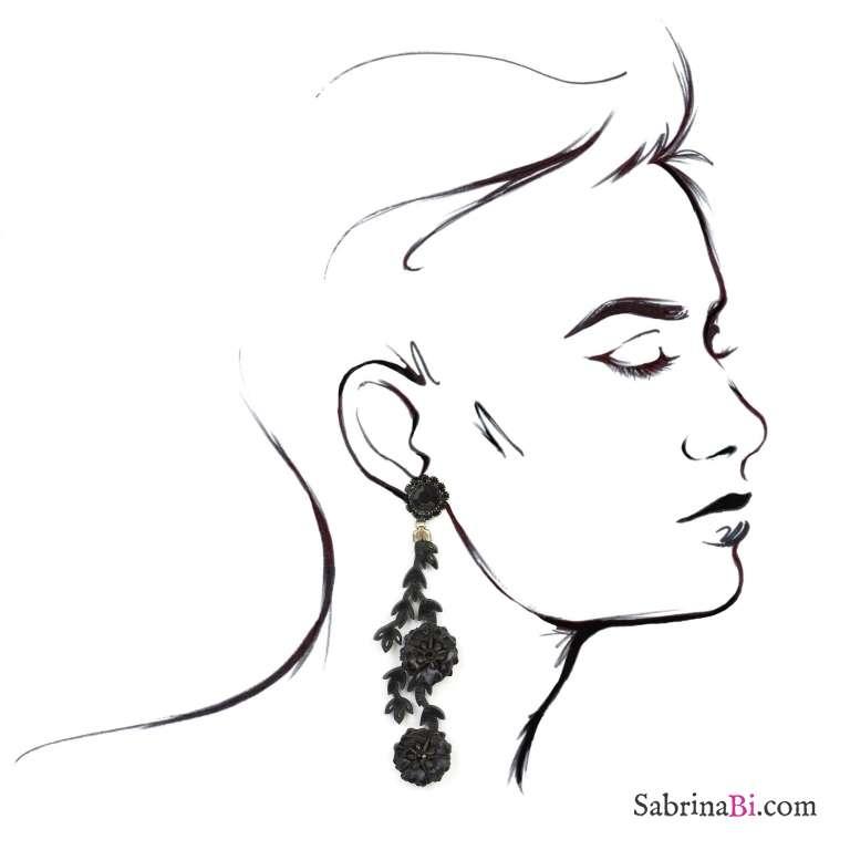 Orecchini pendenti fiori e foglie in pelle nera e cristalli